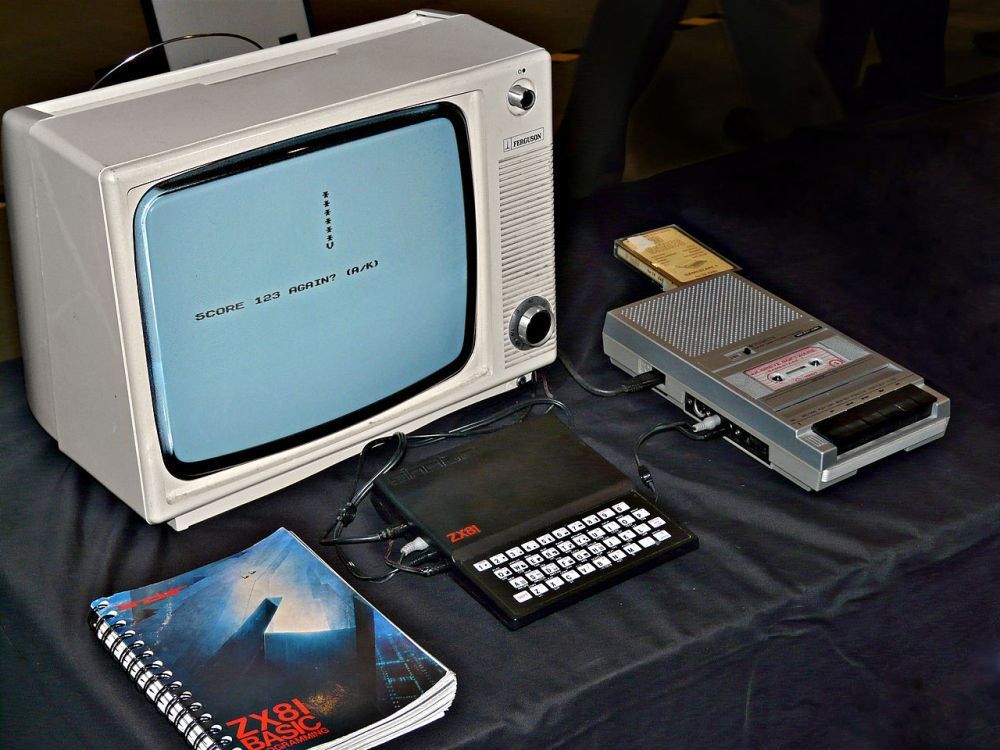 1280px-Sinclair_ZX81_Setup_PhotoManipped